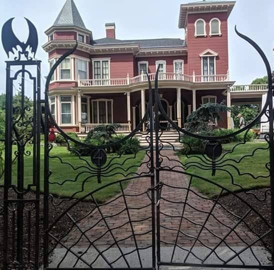stephen king house bangor maine