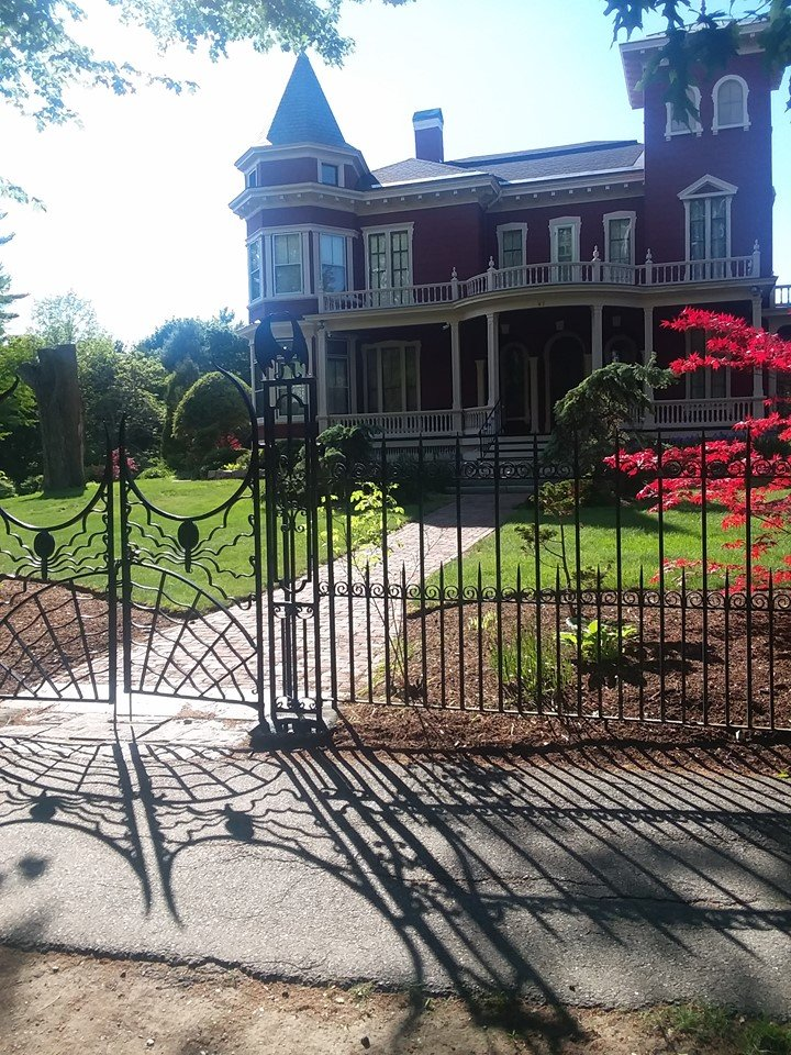 stephen king victorian mansion