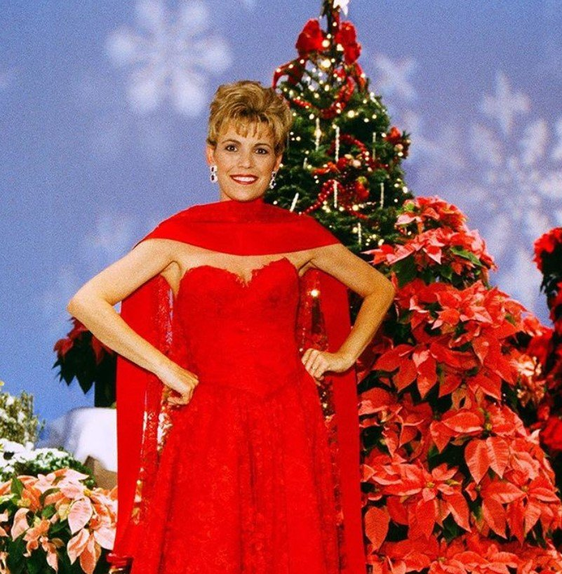 vanna white christmas gown wheel of fortune