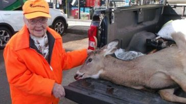 104-Year-Old Woman Catches A Deer On Her First Hunt Ever (1)