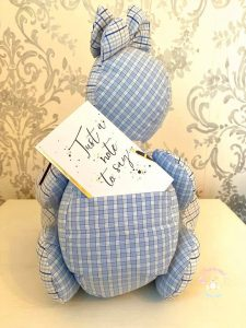 MacInnes designs bears to have pockets to preserve notes from a departed loved one