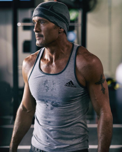 Tim McGraw proudly showed off his fitness progreess on social media so others could be inspired too