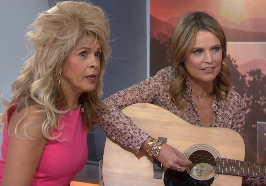 hoda kotb savannah guthrie the today show singing jolene