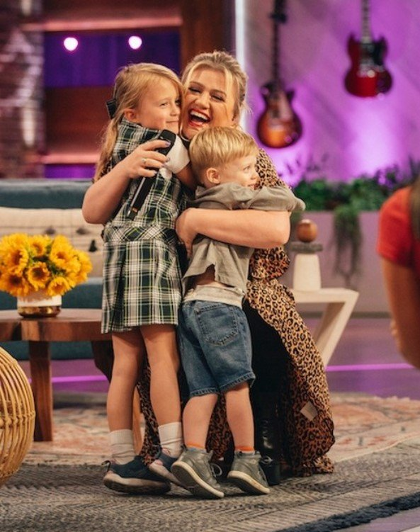 kelly clarkson and her kids river rose and remy