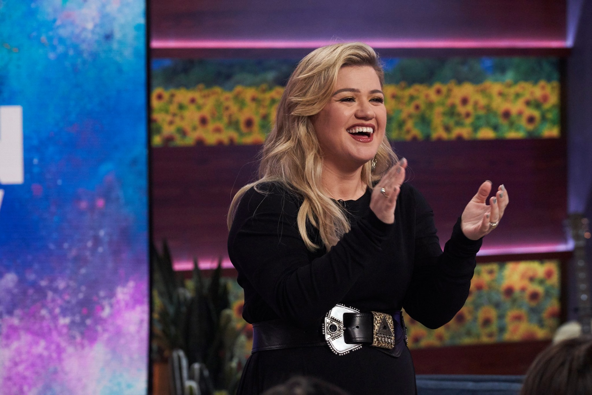 kelly clarkson clapping