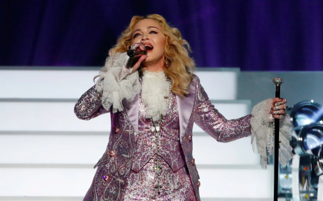fan suing madonna because she arrives to shows late