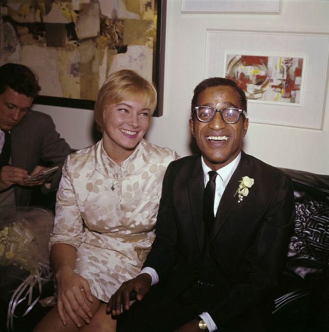 May Britt and Sammy Davis Jr. tying the knot!