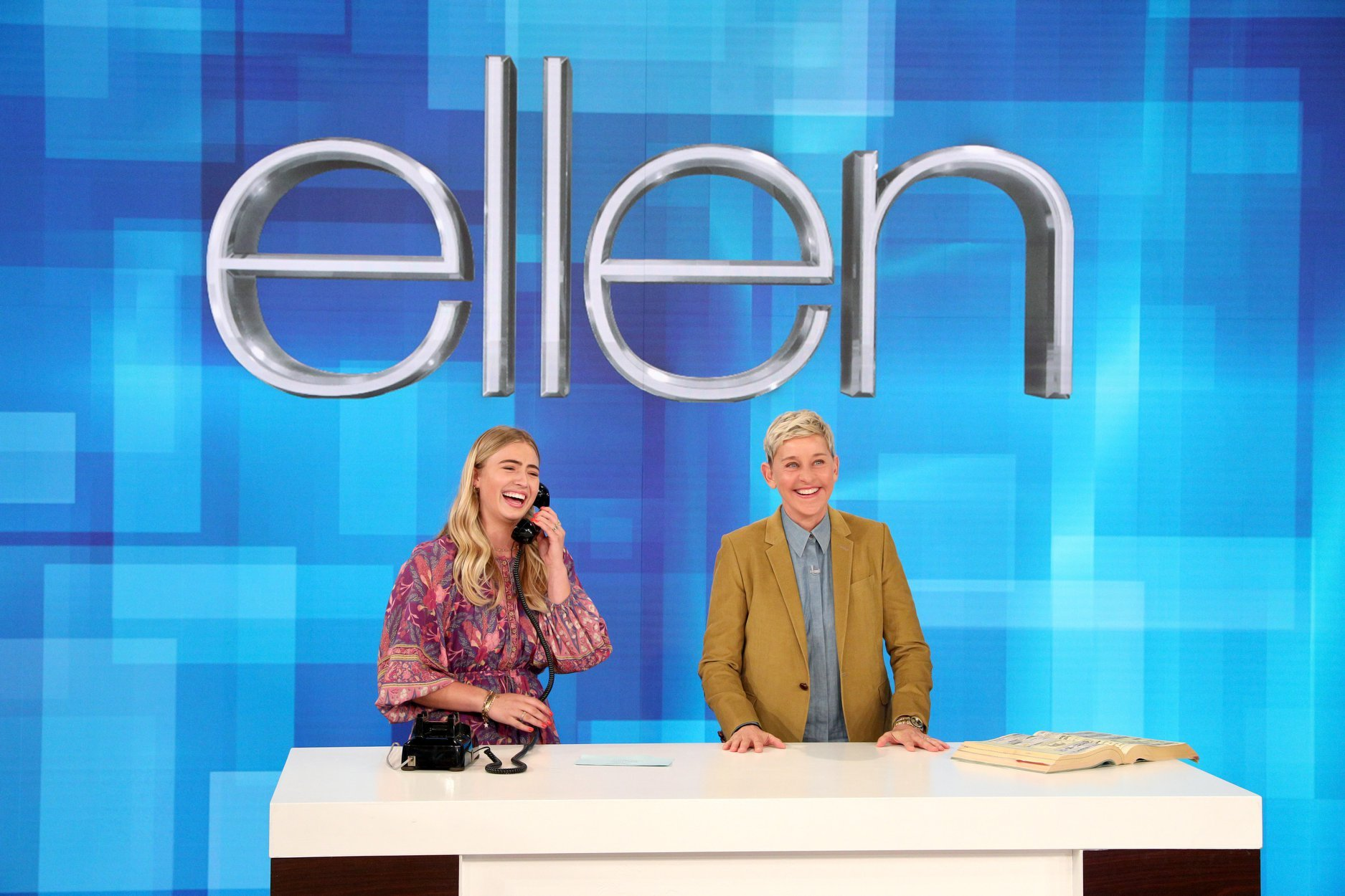 teen tries to use a rotary phone on ellen