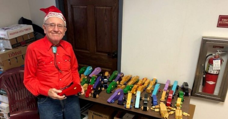 An 80 year old veteran creates wooden toys for children every Christmas