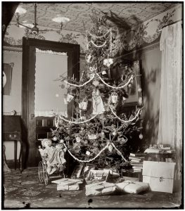 As the 1900s progressed we see more creative decorating
