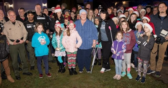 One Teacher Is Fighting Cancer, So Students Show Up Singing Christmas Carols On Her Front Lawn
