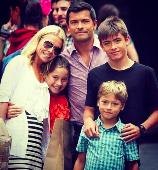 Kelly Ripa Swaps Out Traditional Ornaments For Nostalgic Family Photos On Her Christmas Tree