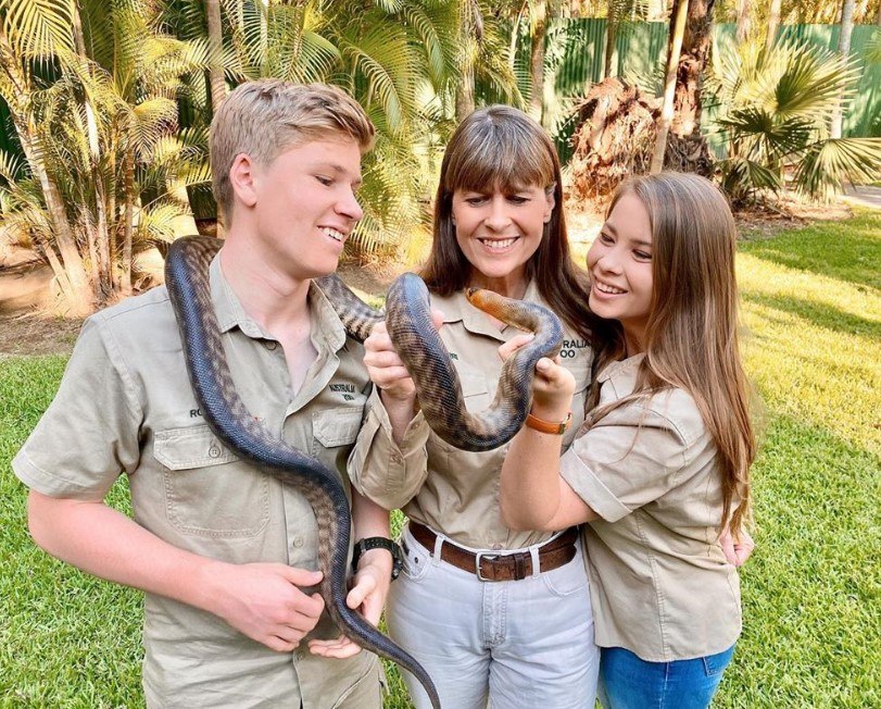 terri robert and bindi irwin with snake