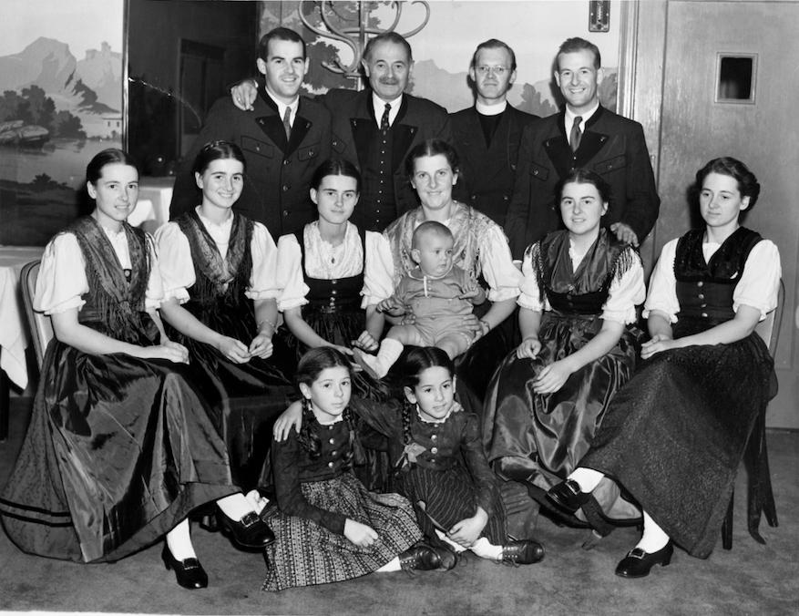 von trapp great grand-children sing edelweiss