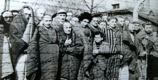 Auschwitz survivors return on 75th anniversary of its liberation