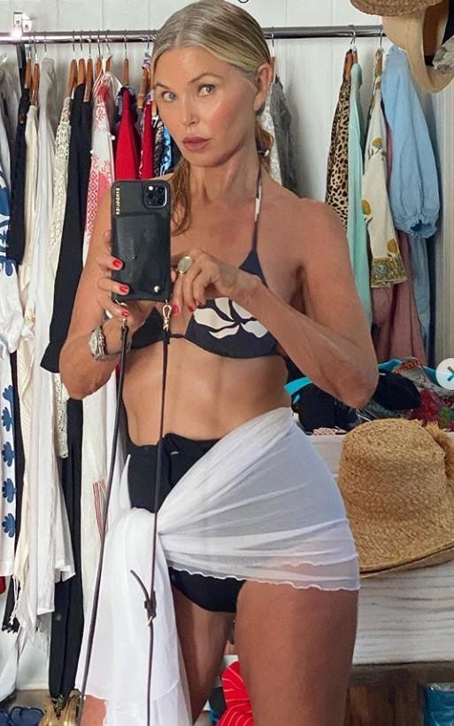 christie brinkley gray hair bikini