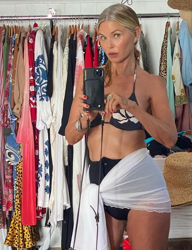 christie brinkley bikini gray hair selfie