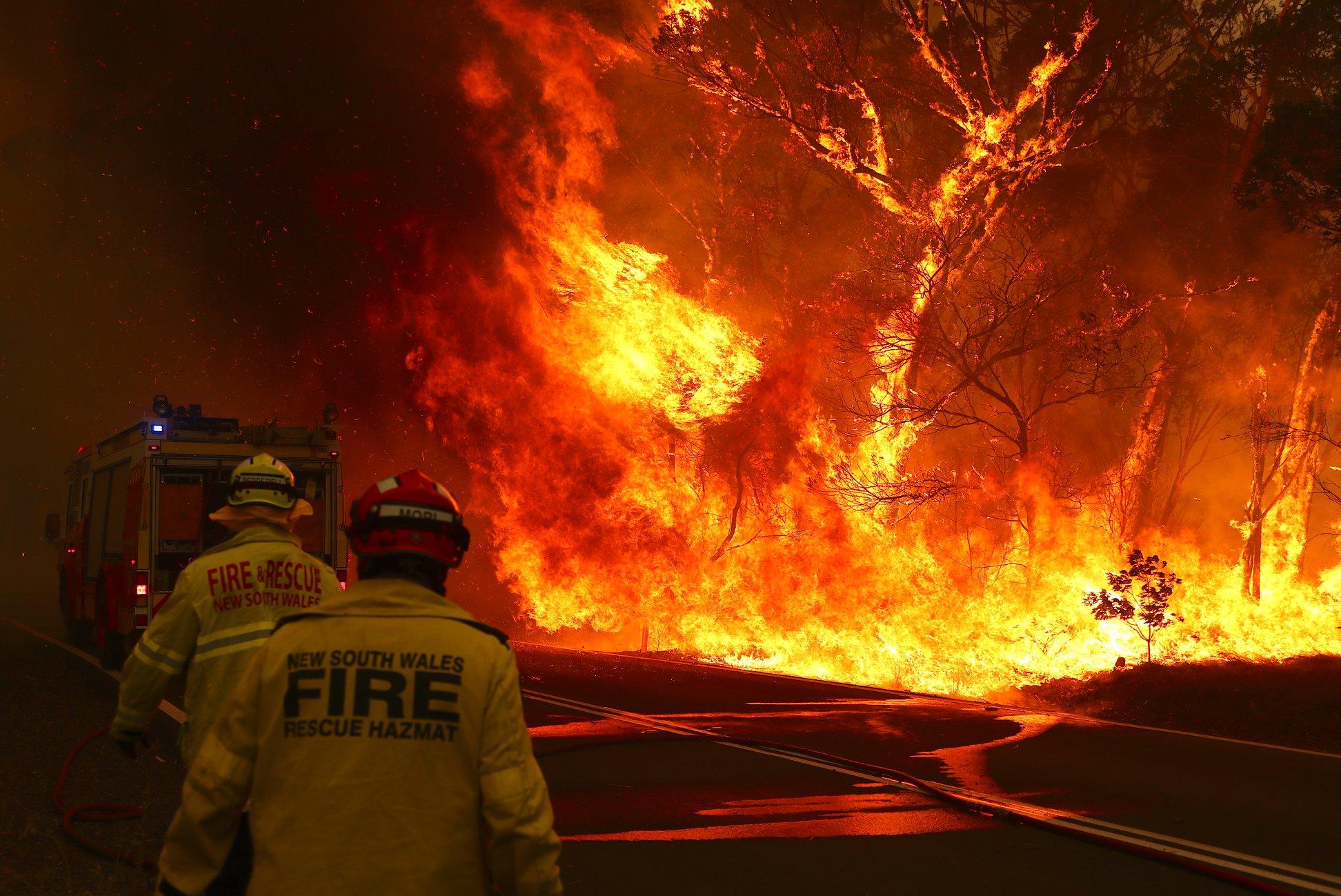 firefighters fighting australia bushfires