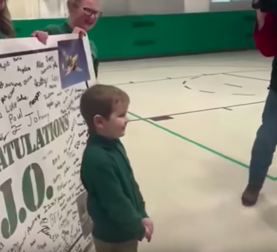 6 year old john oliver zippay gets standing ovation from classmates after he beats cancer