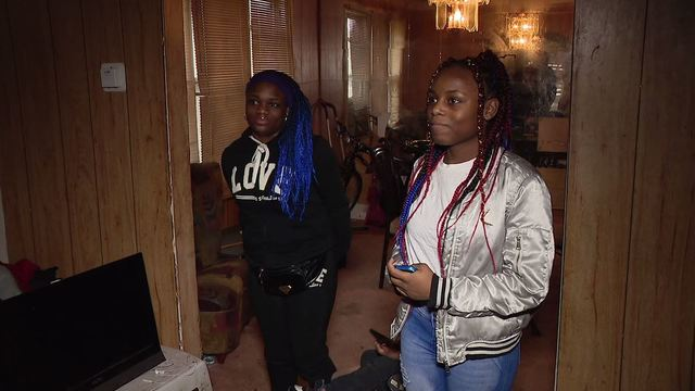 twin girls return wallet to disabled veteran