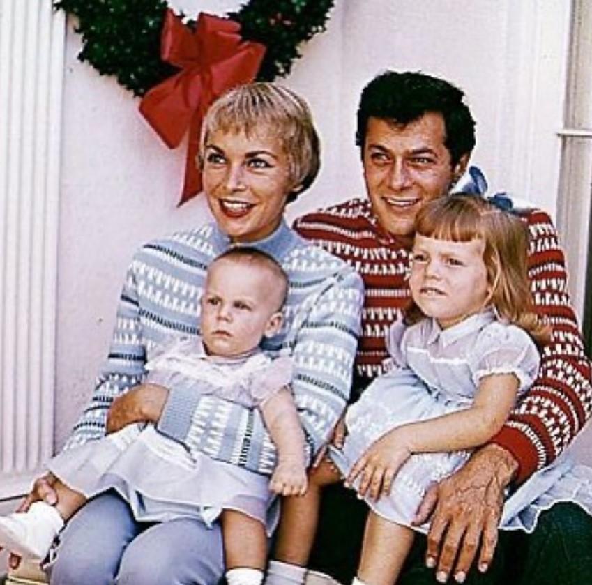 jamie lee curtis family christmas