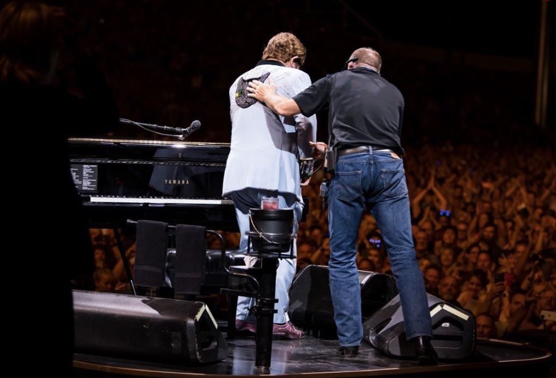 fans demanding refunds from elton john show