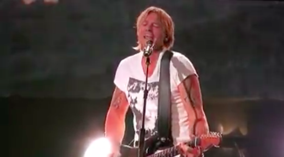 keith urban performs the bee gees to love somebody