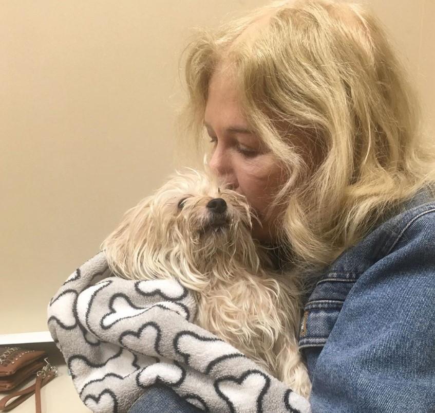 loretta swit kissing dog