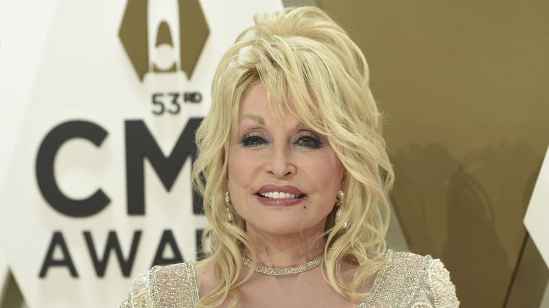 dolly parton offers encouraging words during coronavirus