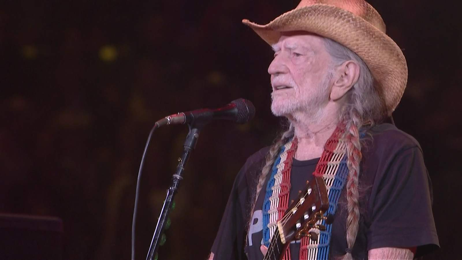 willie nelson cries during performance