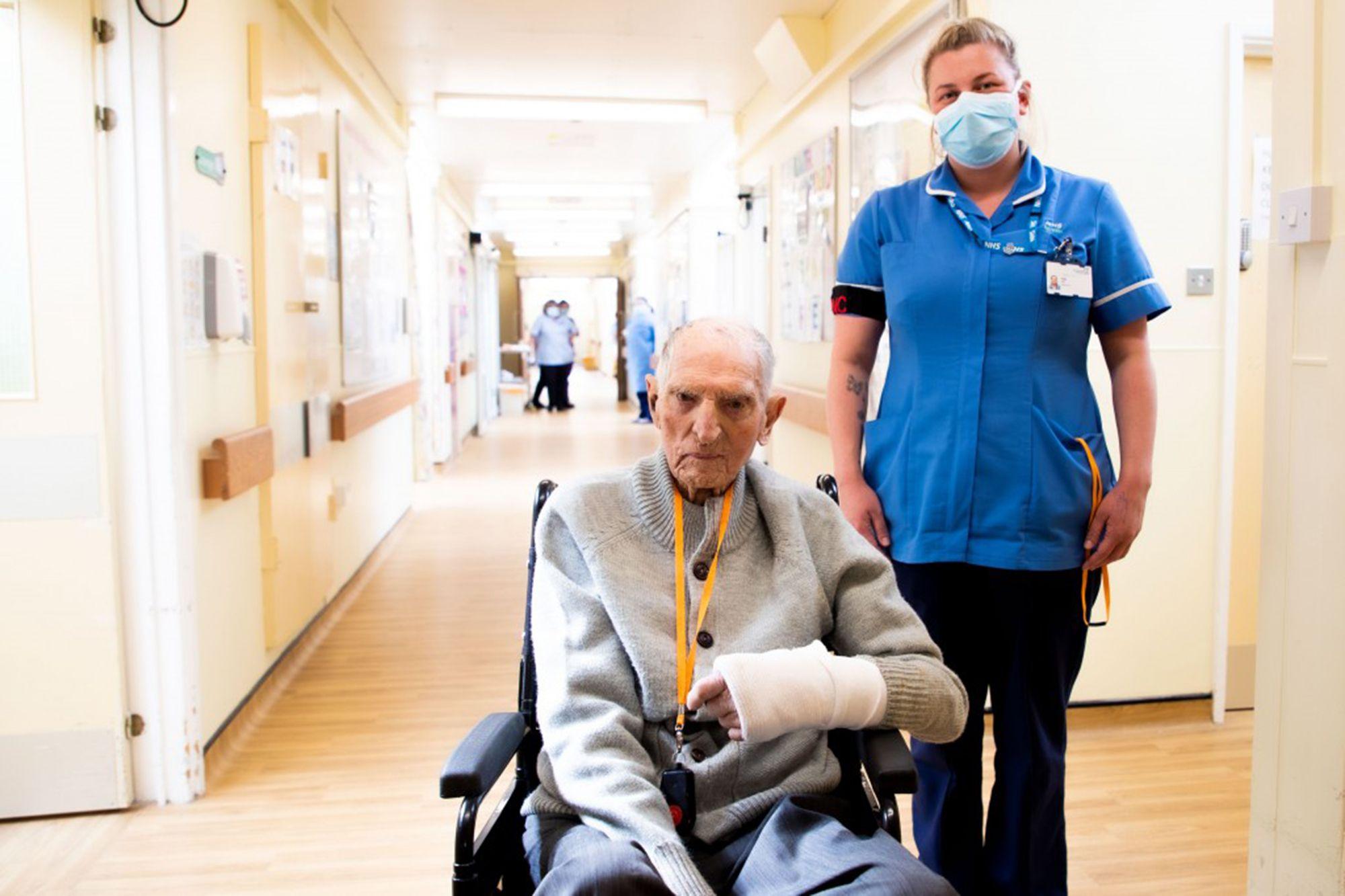 99-year-old WWII vet albert chambers applause after beating coronavirus