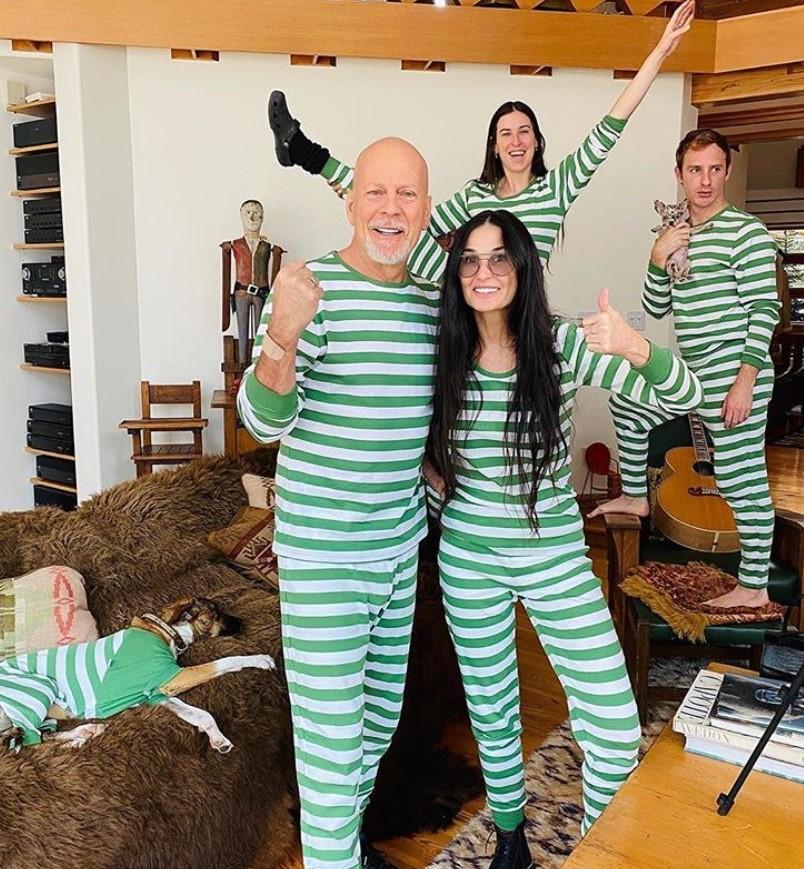 bruce willis demi moore matching pajamas