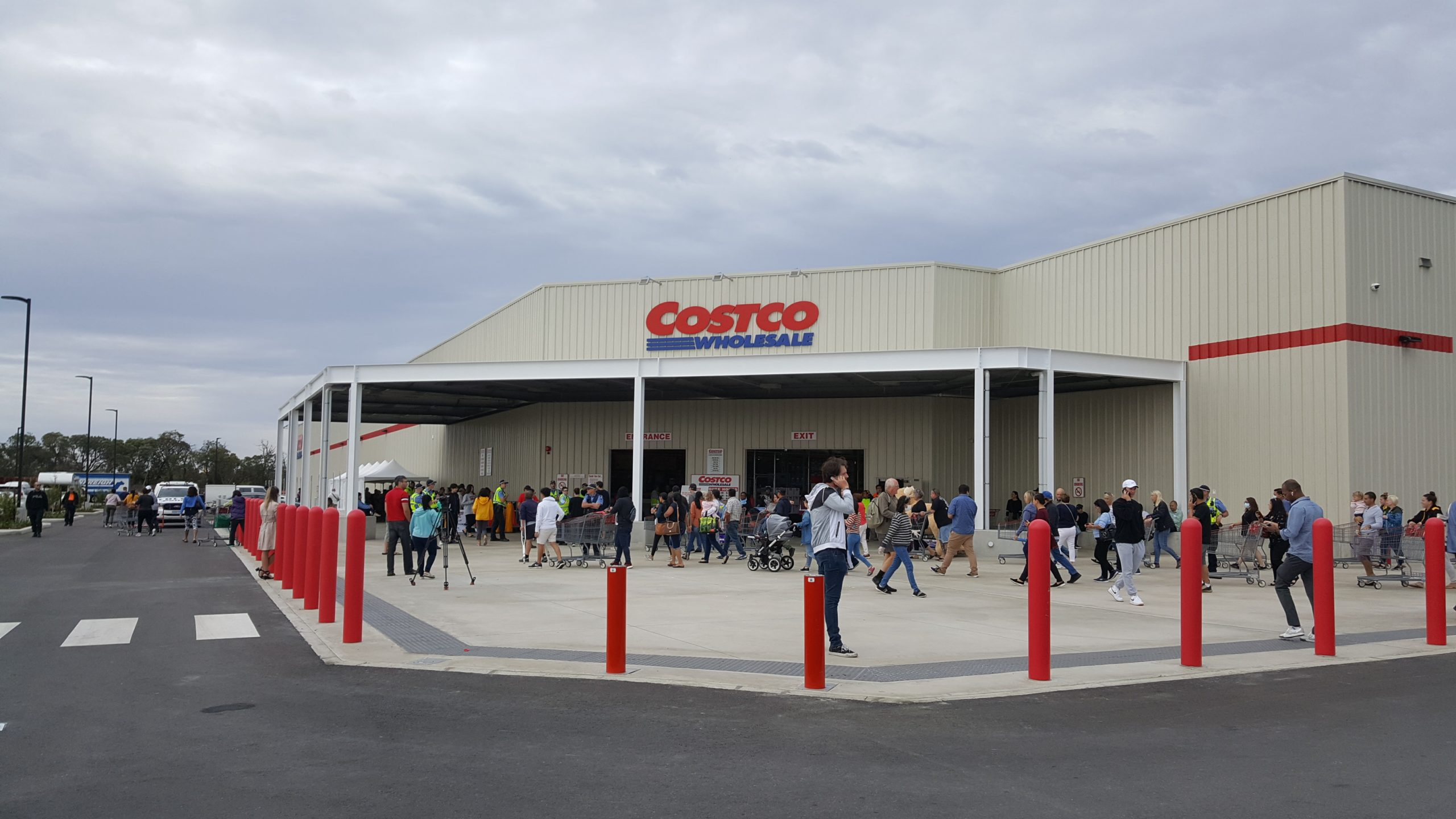 costco with people outside