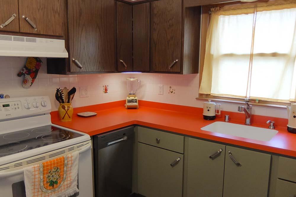 kitchen renovation inspired by the brady bunch