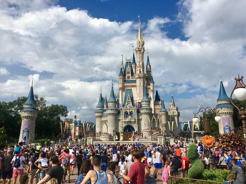 magic kingdom cinderellas castle disney world