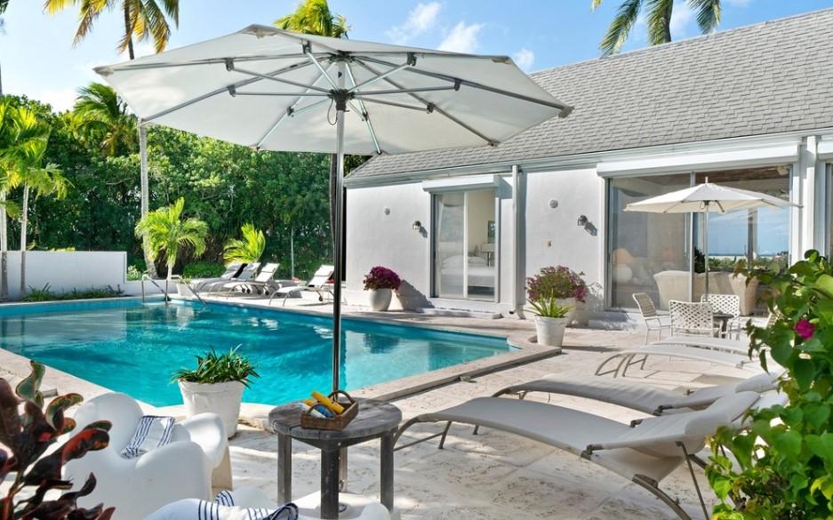 bahamas vacation home pool area