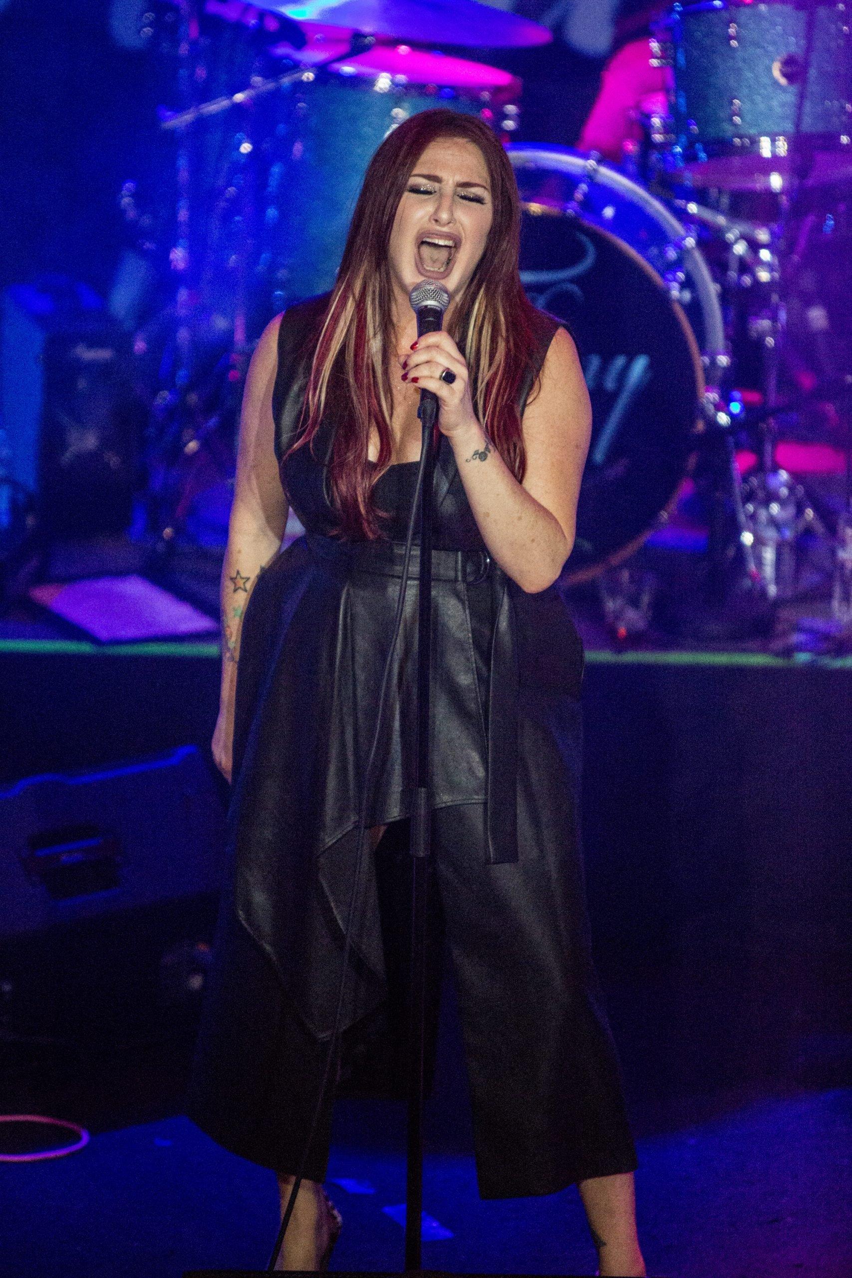 recent photo of singer tiffany
