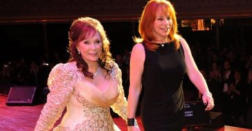 Reba McEntire remembers meeting Loretta Lynn when she was a kid