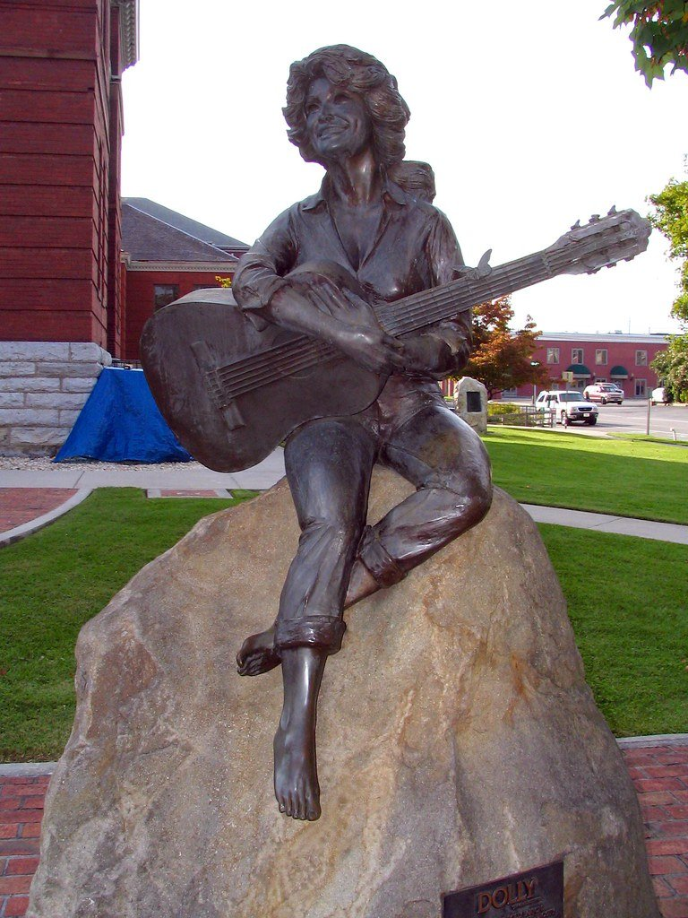 dolly parton statue with guitar