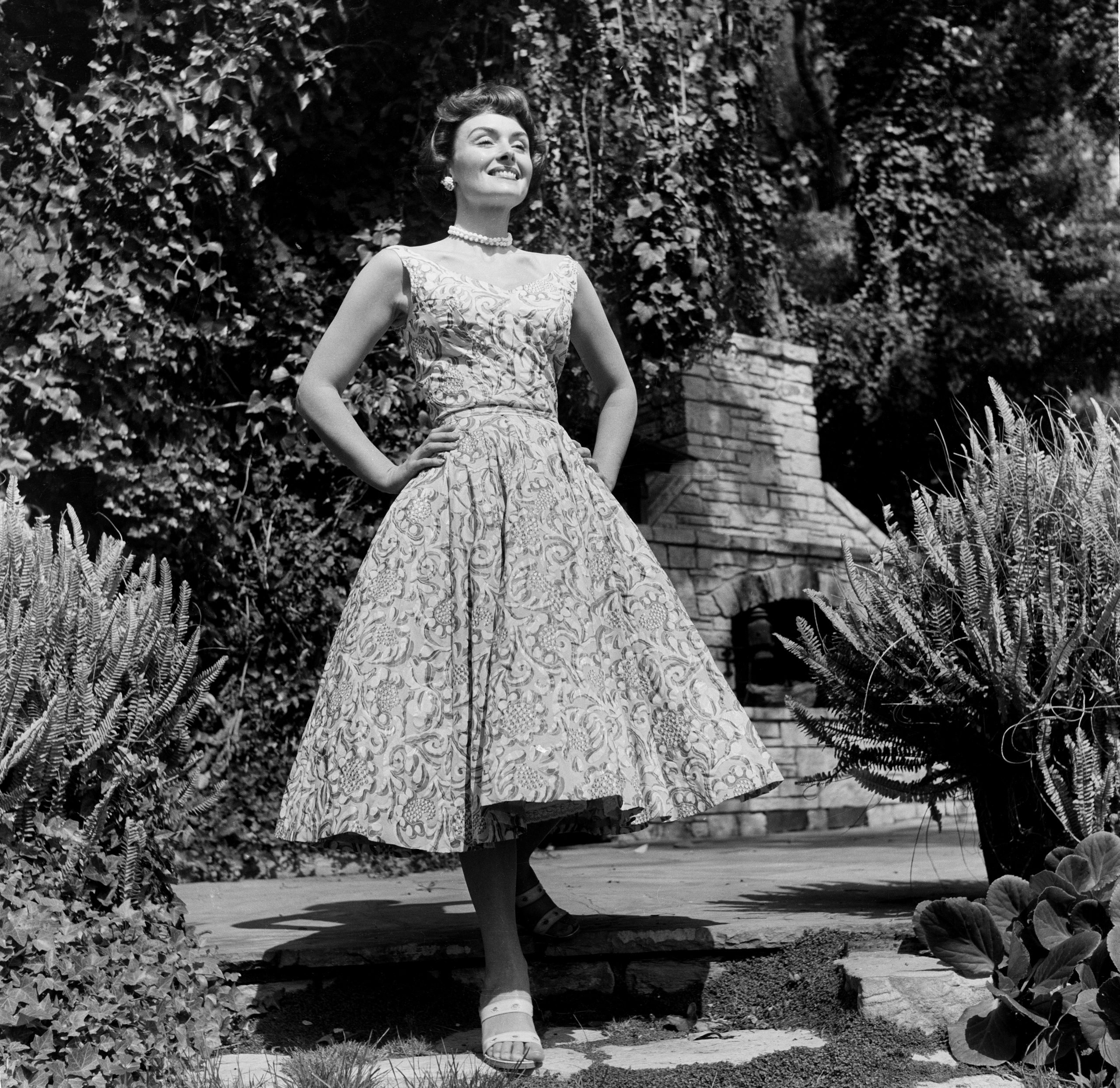 donna reed wearing a house dress