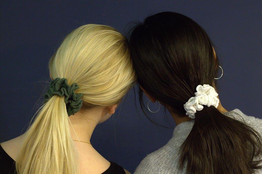 girls wearing scrunchies