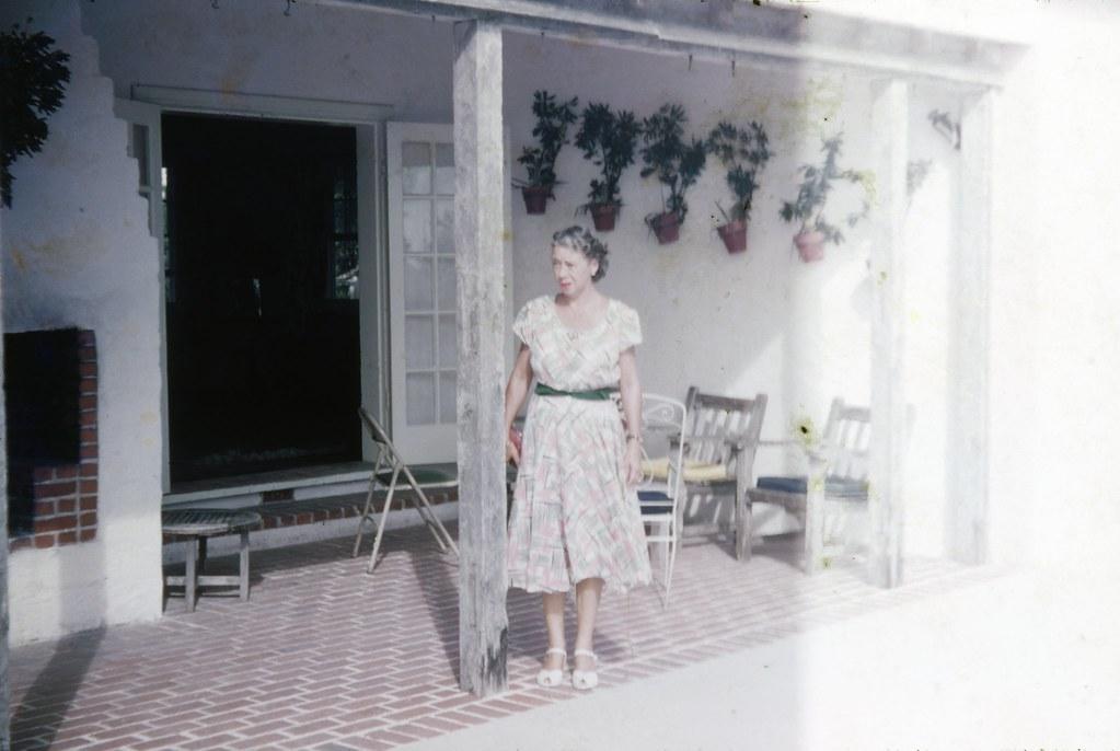 woman wearing a house dress