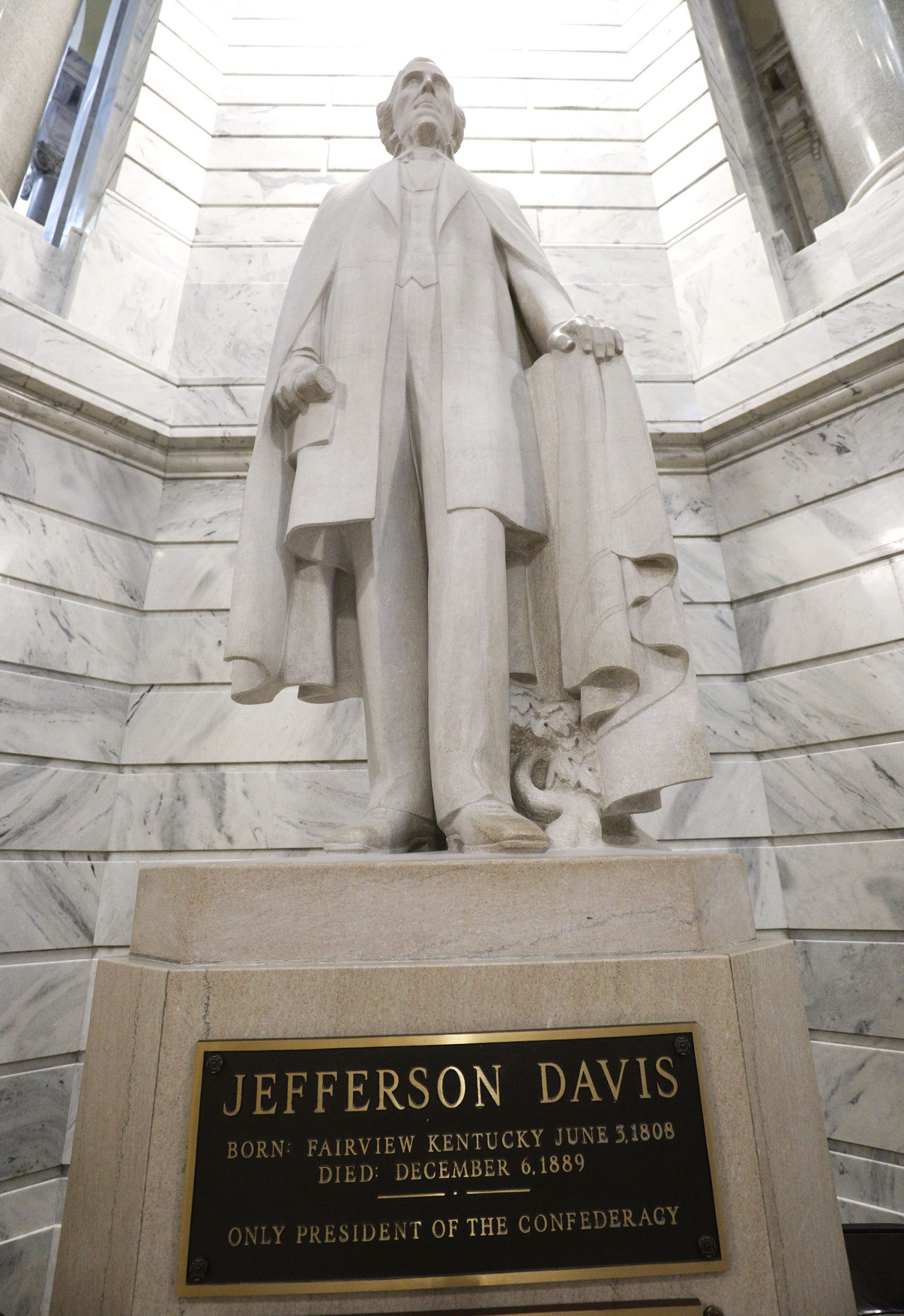 Civil War Leader Jefferson Davis Statue Being Removed After Finding Surprise Inside Its Base