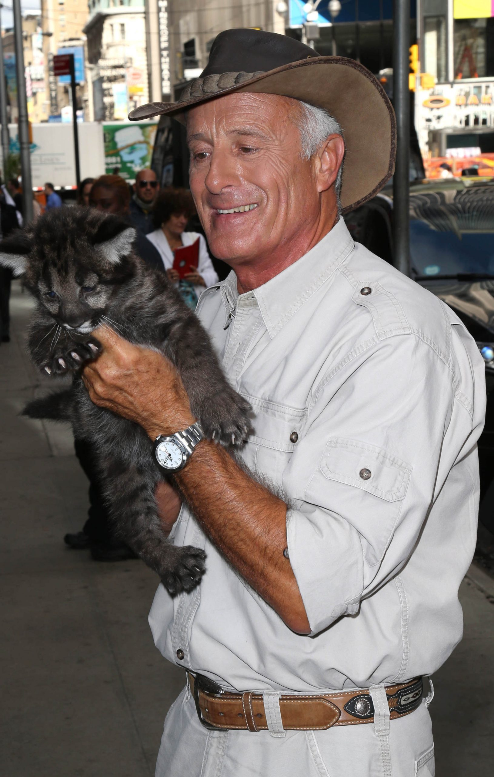 jack hanna with a big cat