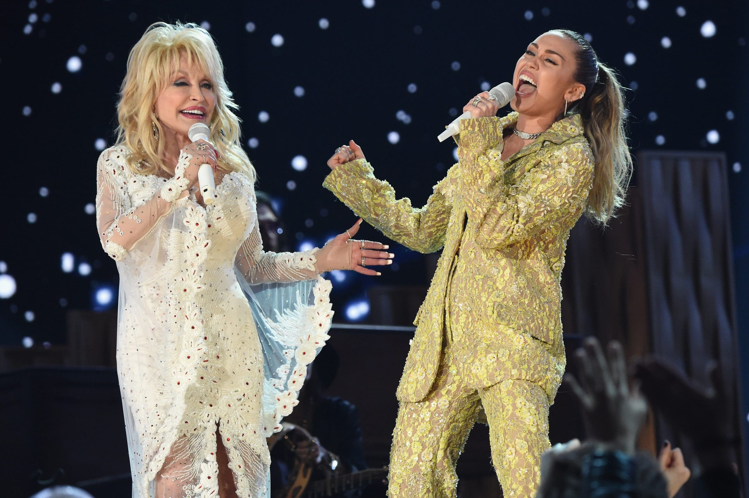 dolly parton performing with miley cyrus