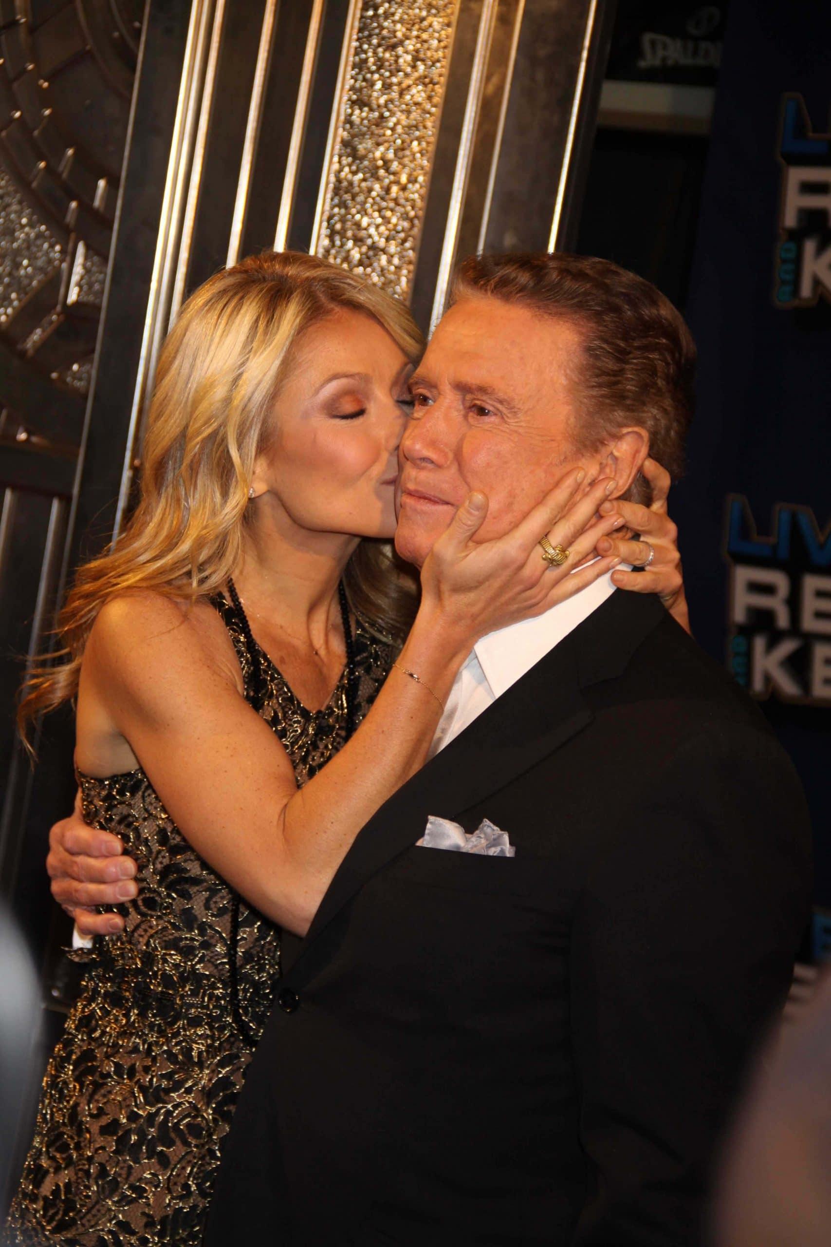 kelly ripa kissing regis philbin on the cheek at his farewell show