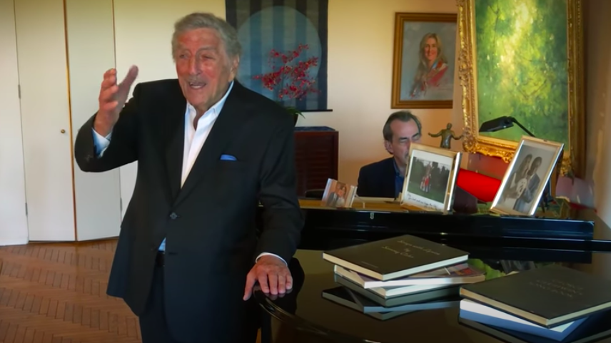 """Tony Bennett sings """"Fly Me to the Moon"""" at 93 years old"""