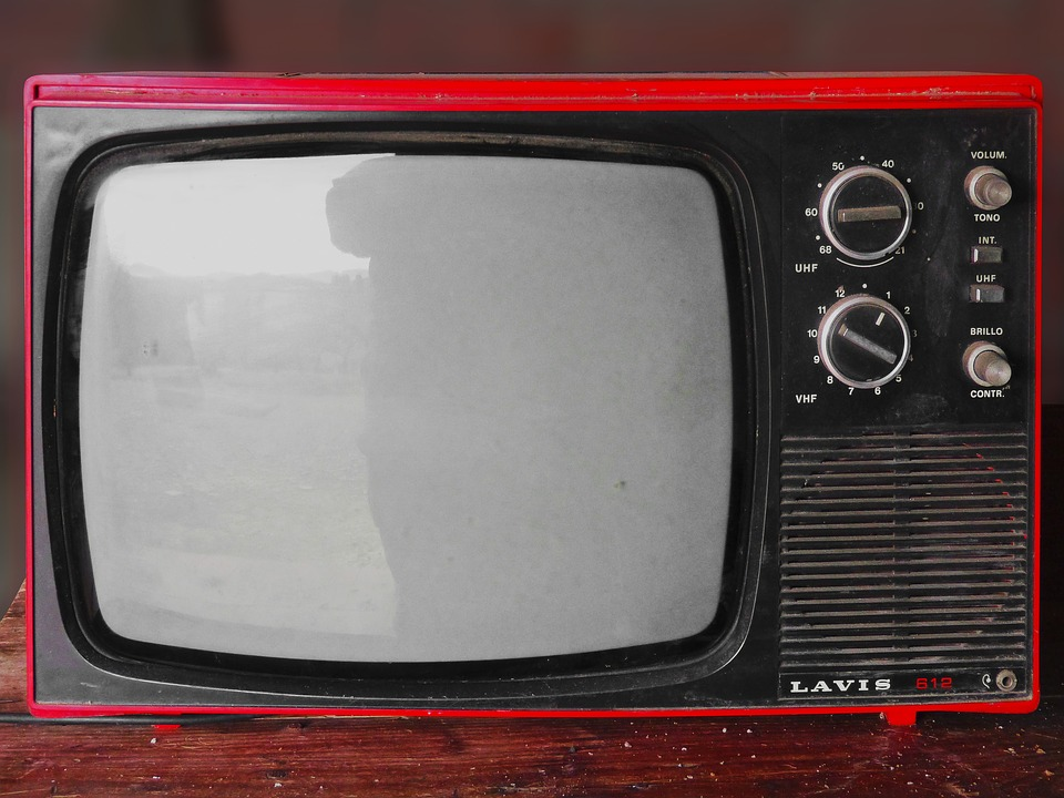 vintage tv with knobs
