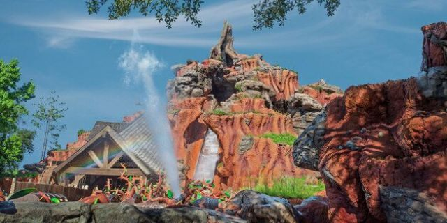 Disney World's Splash Mountain Boat Sinks, Guests Claim They Were Told To Stay Inside