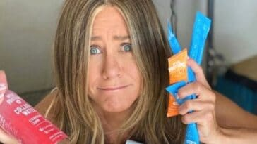 Jennifer Aniston recommends everyone to start taking collagen